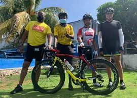 Jamaica's Director of Tourism, Donovan White (left) stopping for a photo with his fellow cyclists.